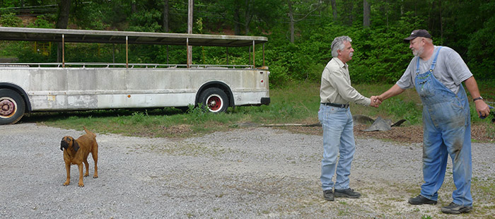 Tennesseer Tour Bus on Backroad Gold